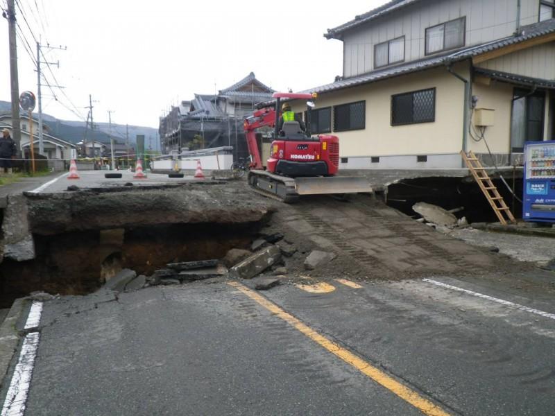 県道175号内牧停車場線復旧作業